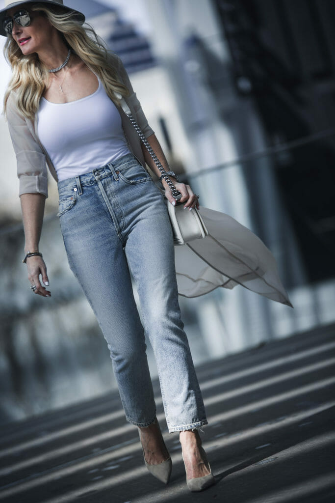 Dallas Style Blogger wearing high waisted jeans