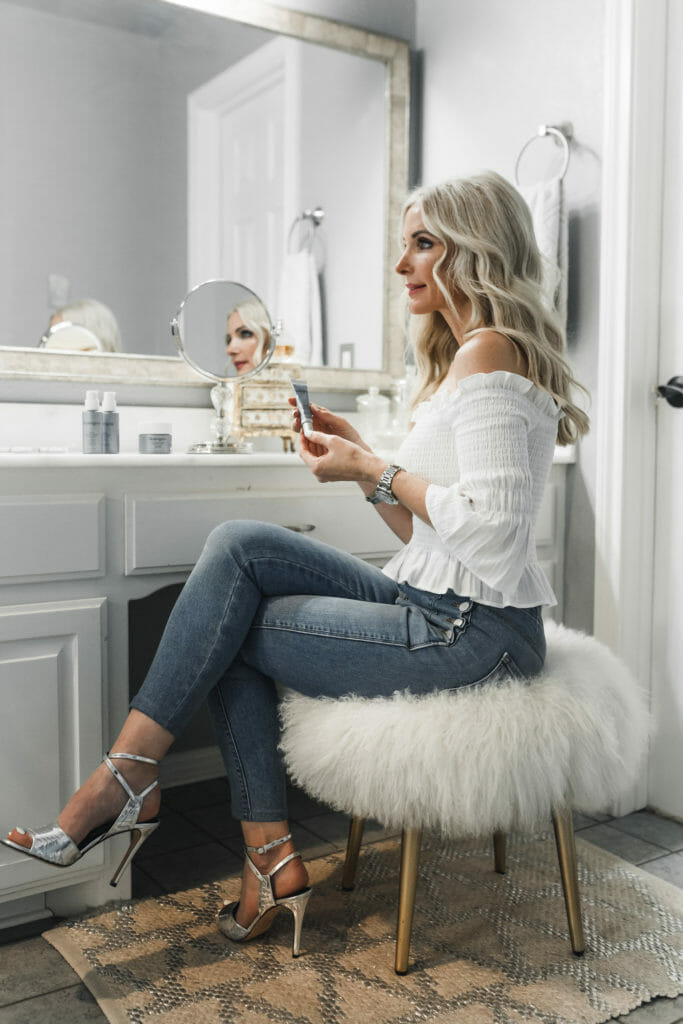 Dallas Fashion Blogger wearing Neutrogena wrinkle cream