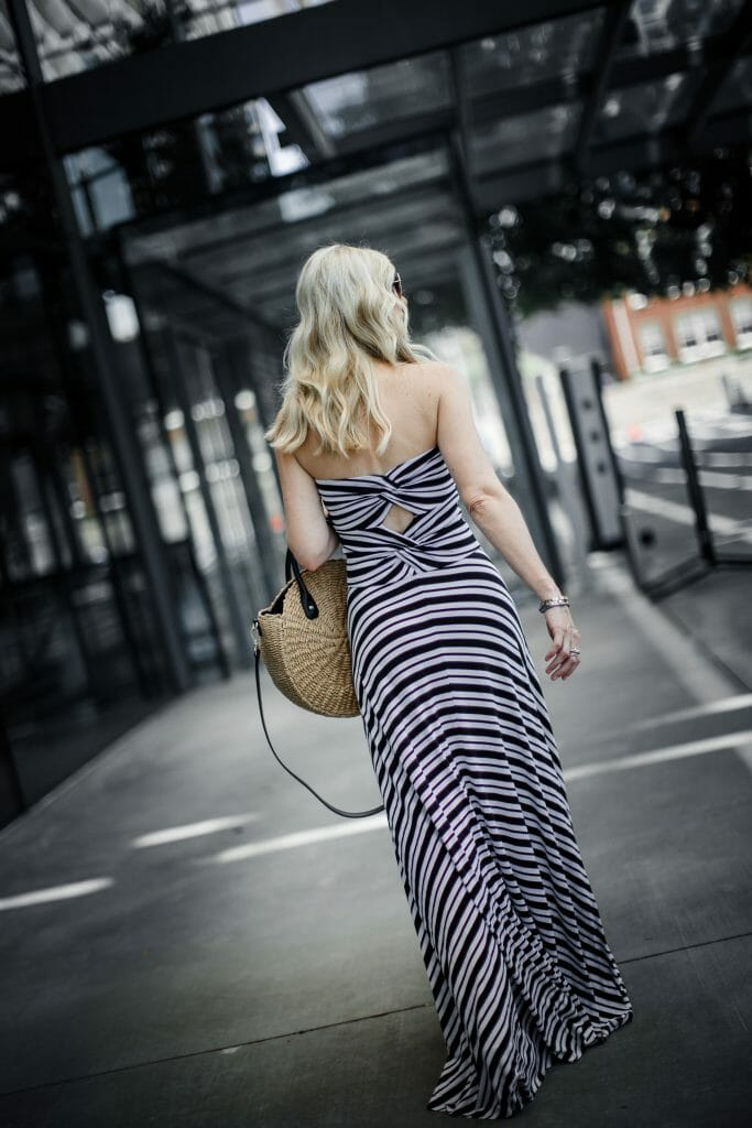Dallas style blogger wearing the perfect vacation dress