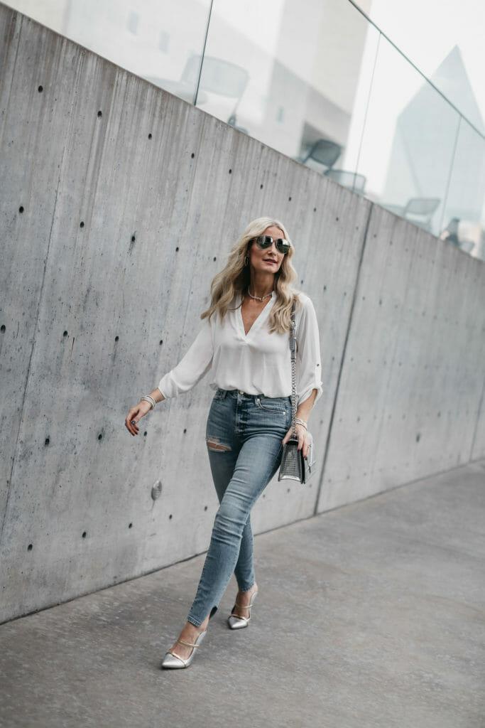 Dallas fashion blogger wearing Good American Jeans