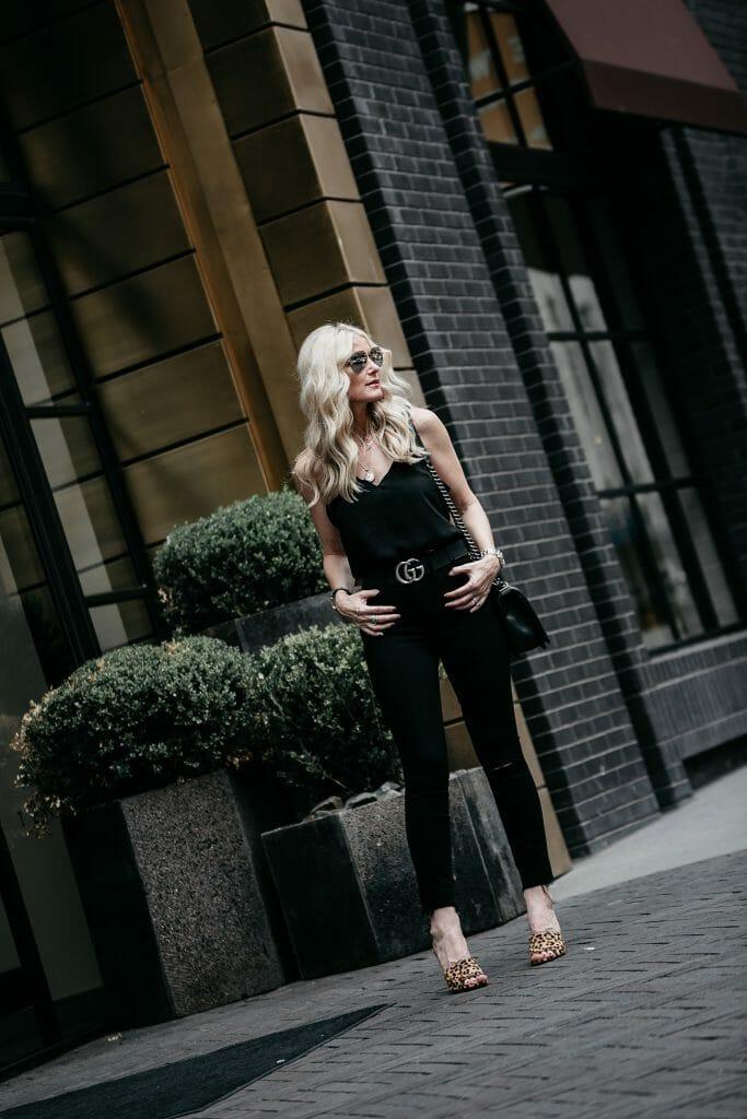 Dallas blogger wearing all black plus leopard heels