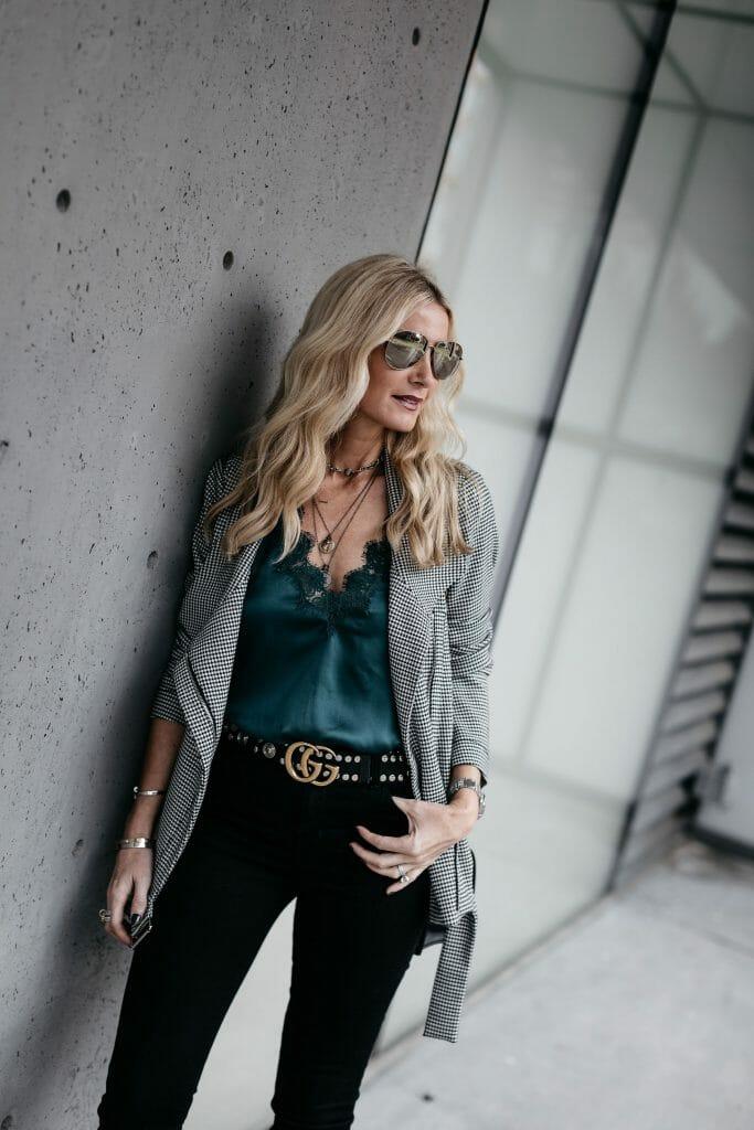 Dallas fashion blogger wearing Gucci belt and J Brand black skinny jeans
