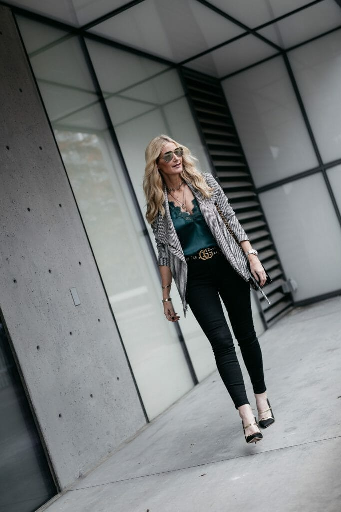 Dallas blogger wearing J Brand jeans and Gucci belt