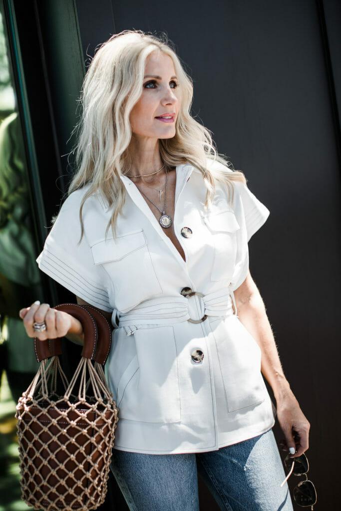 Dallas blogger carrying a bucket bag