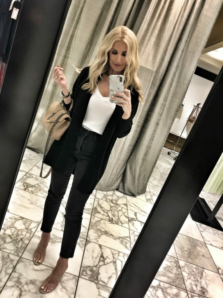 Dallas influencer wearing Something Navy skinny jeans