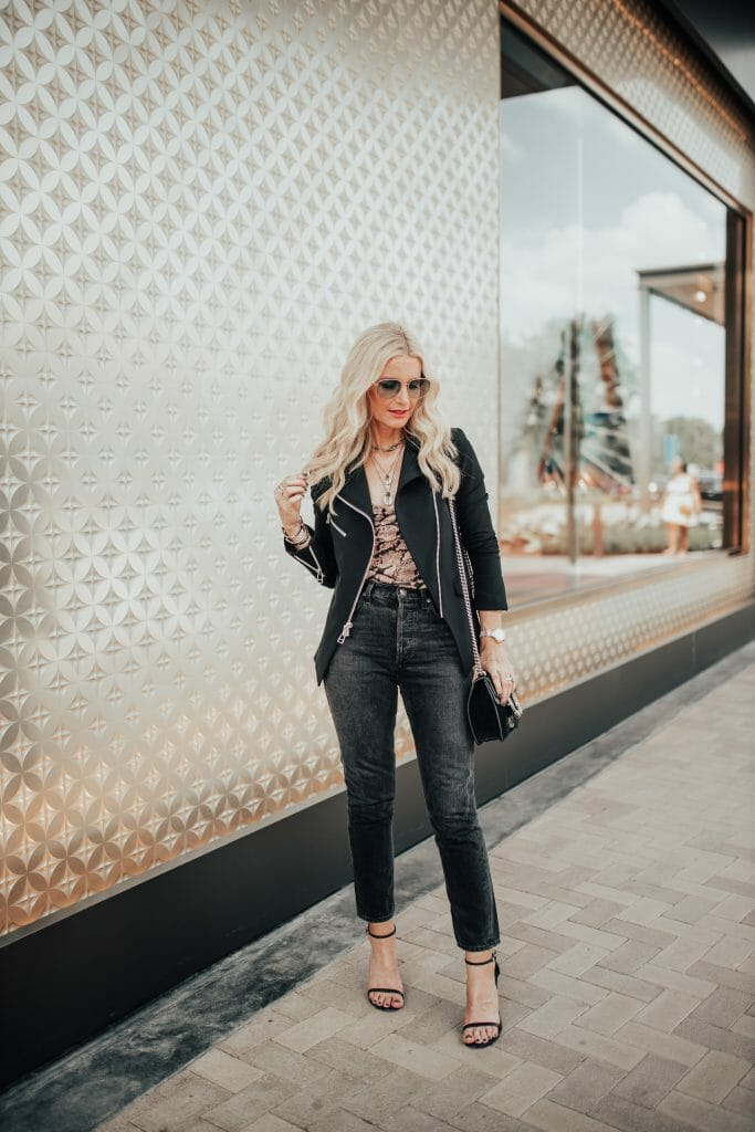 Dallas blogger wearing Agolde jeans and Veronica Beard blazer