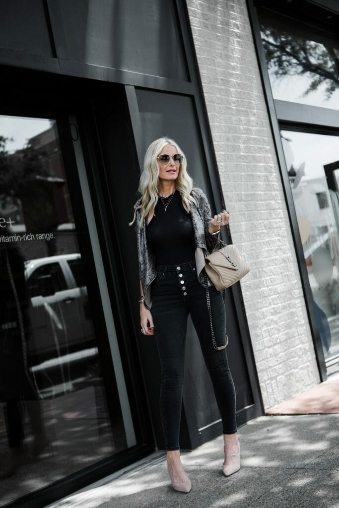 Dallas blogger wearing a Blanknyc jacket and black jeans