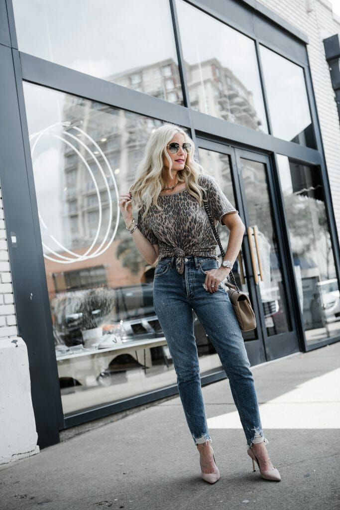 Dallas blogger wearing Agolde jeans and a leopard tee shirt