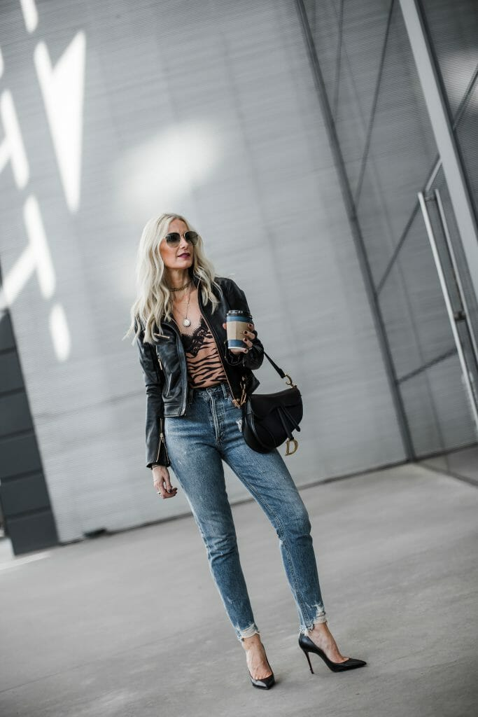Dallas fashion blogger wearing Agolde denim