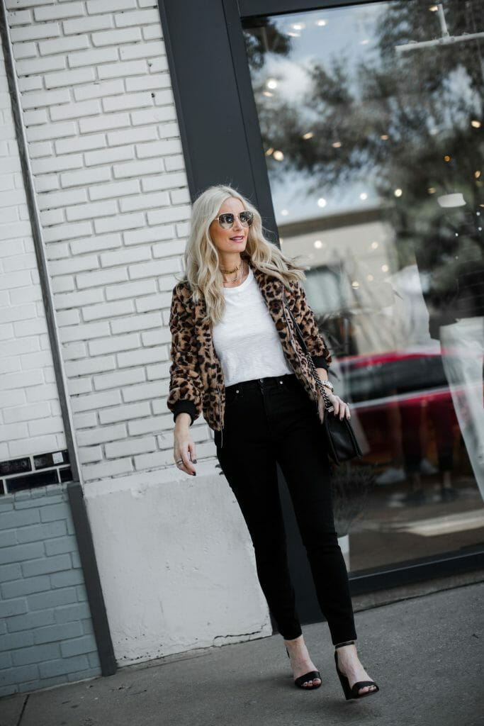 Dallas fashion blogger wearing a leopard jacket and black skinny jeans