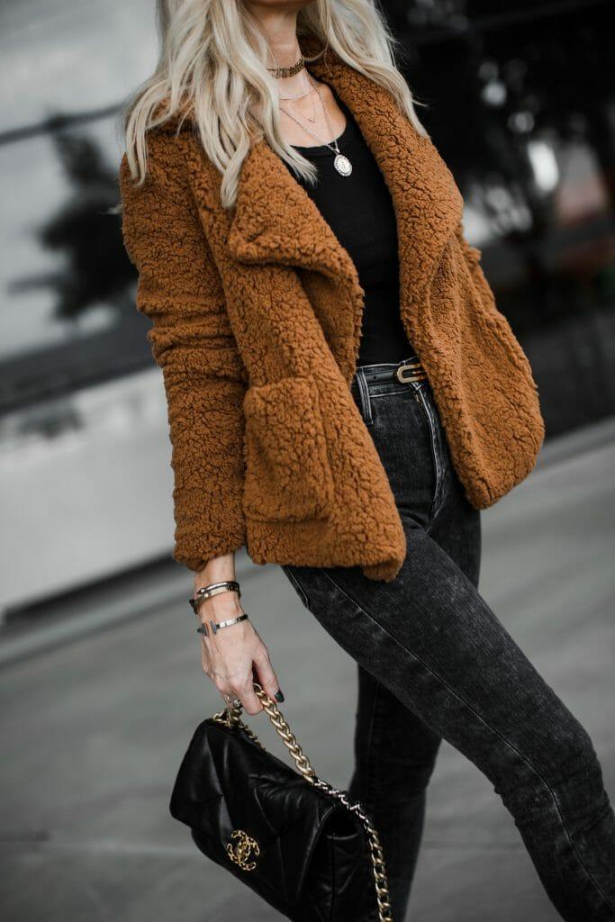 Dallas blogger wearing a BB Dakota teddy coat
