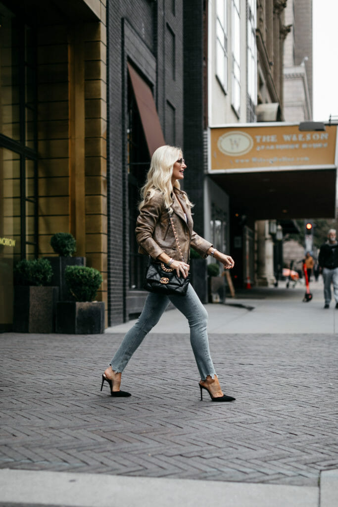 Dallas blogger wearing jeans and black heels