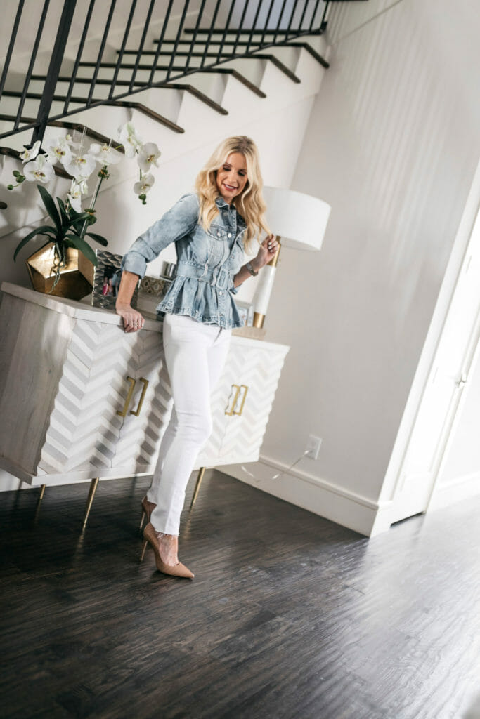 Fashion blogger wearing white jeans and a jacket