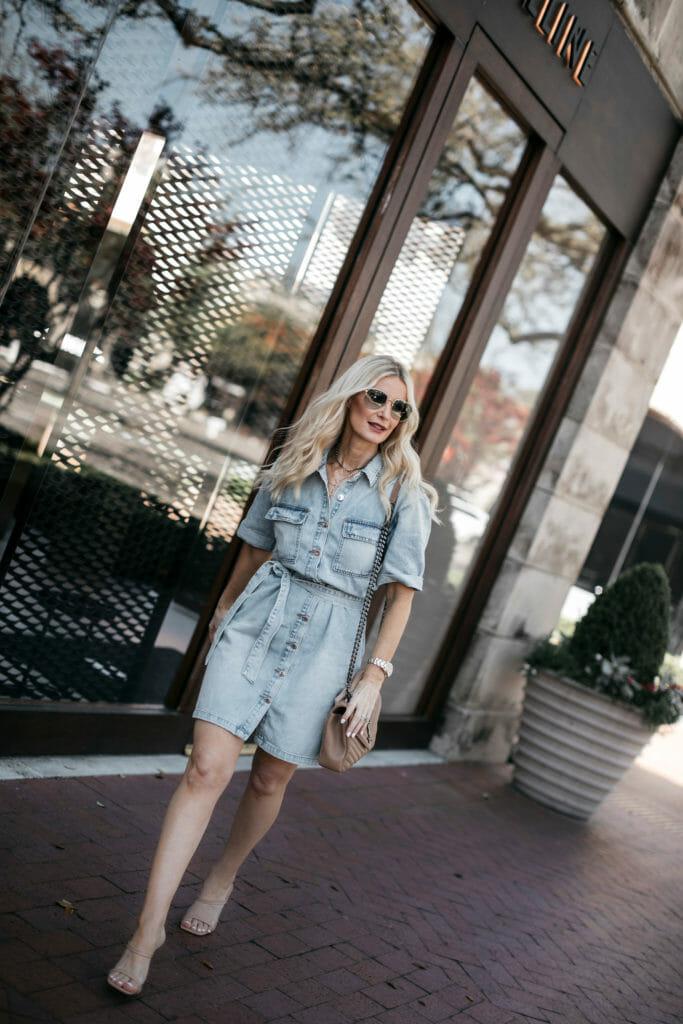 Dallas blogger wearing a denim dress and Gucci aviators