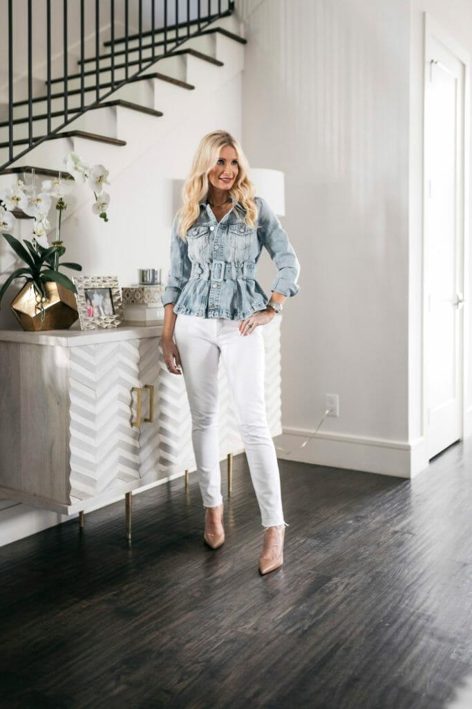 Dallas blogger wearing white denim and heels