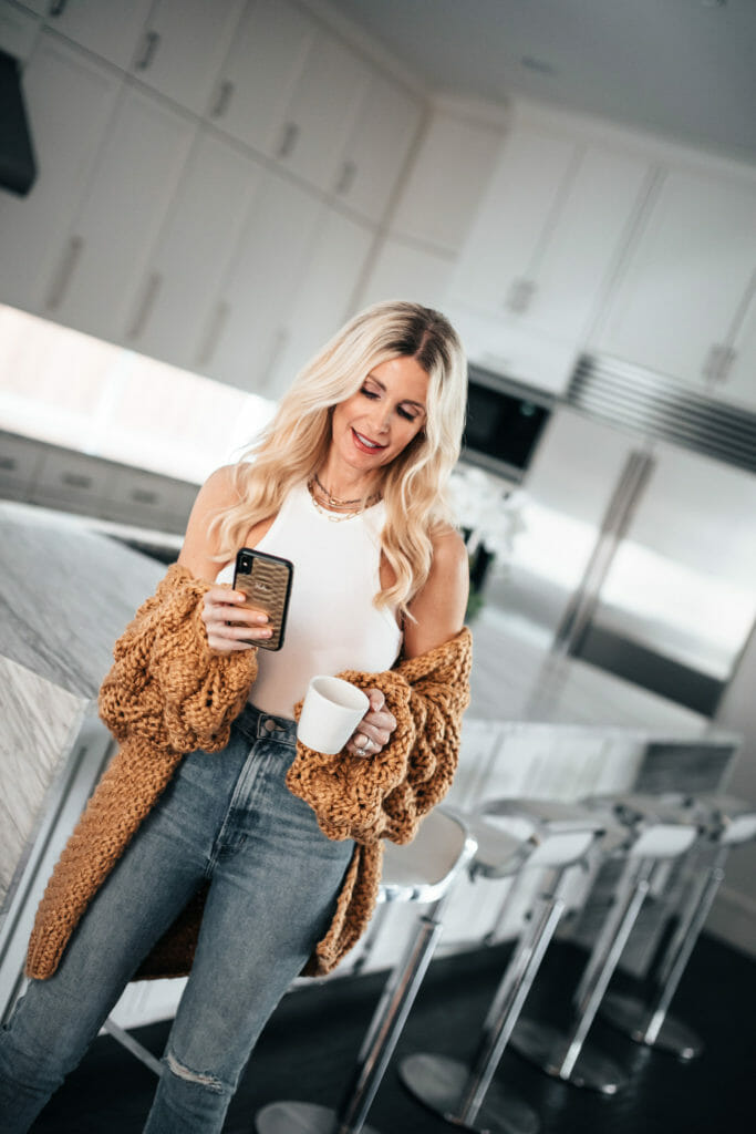 Dallas blogger wearing a popcorn sweater and spring denim