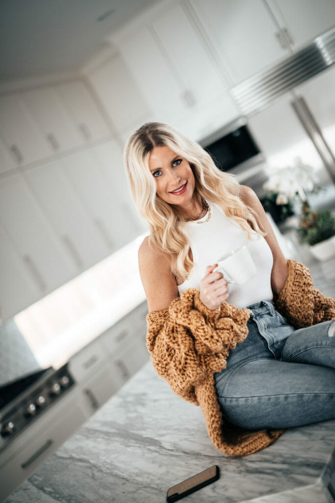 Style influencer wearing a summer cardigan and denim