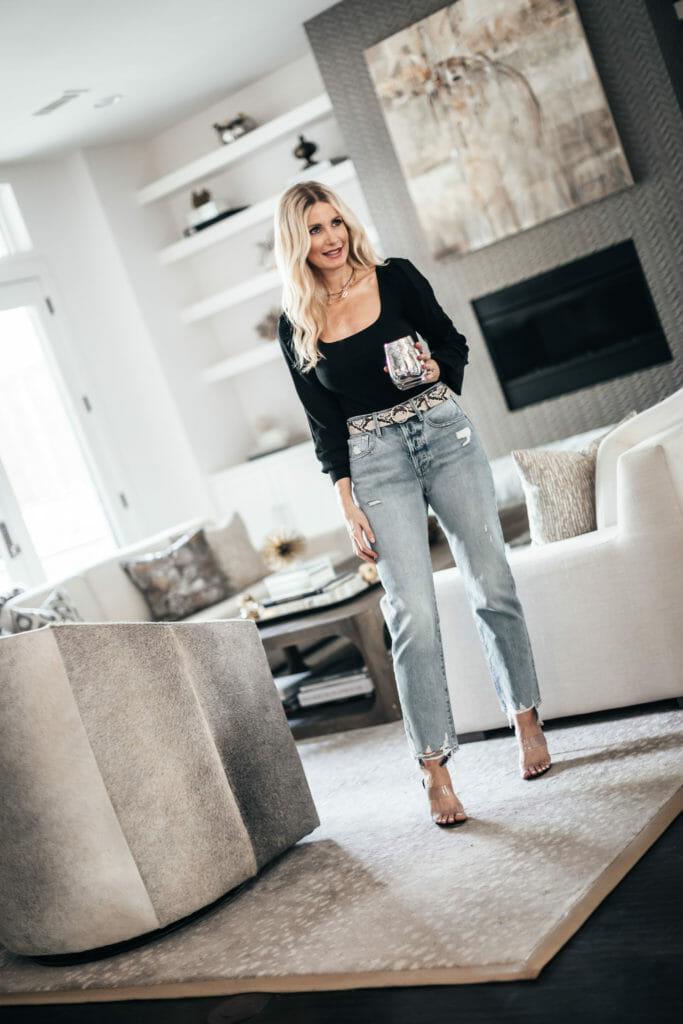 Dallas fashion blogger wearing boyfriend jeans