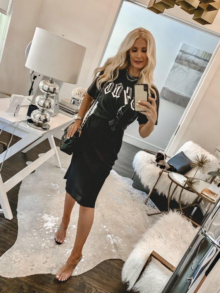Dallas blogger wearing an Anine Bing tee