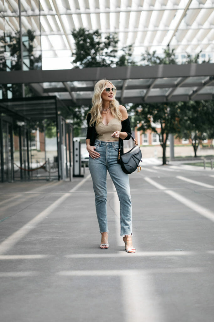 Dallas blogger wearing light wash denim and crop top