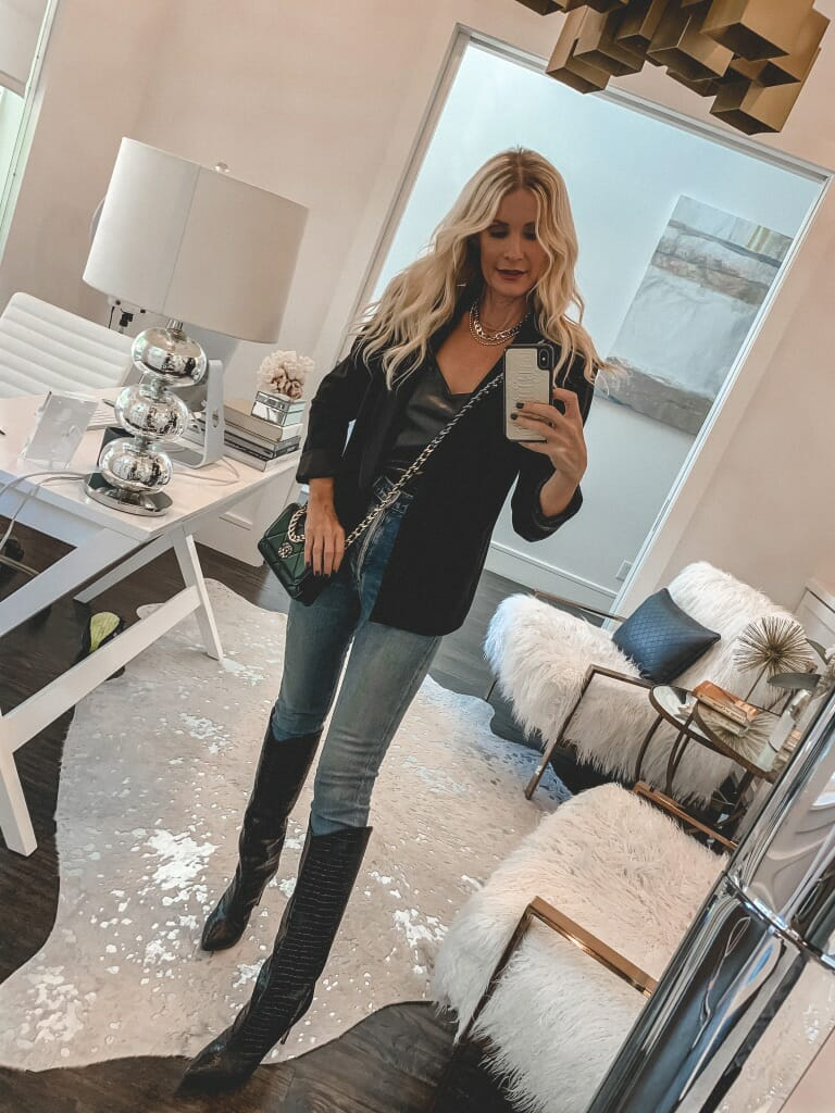 Dallas blogger wearing a black blazer and knee-high black boots