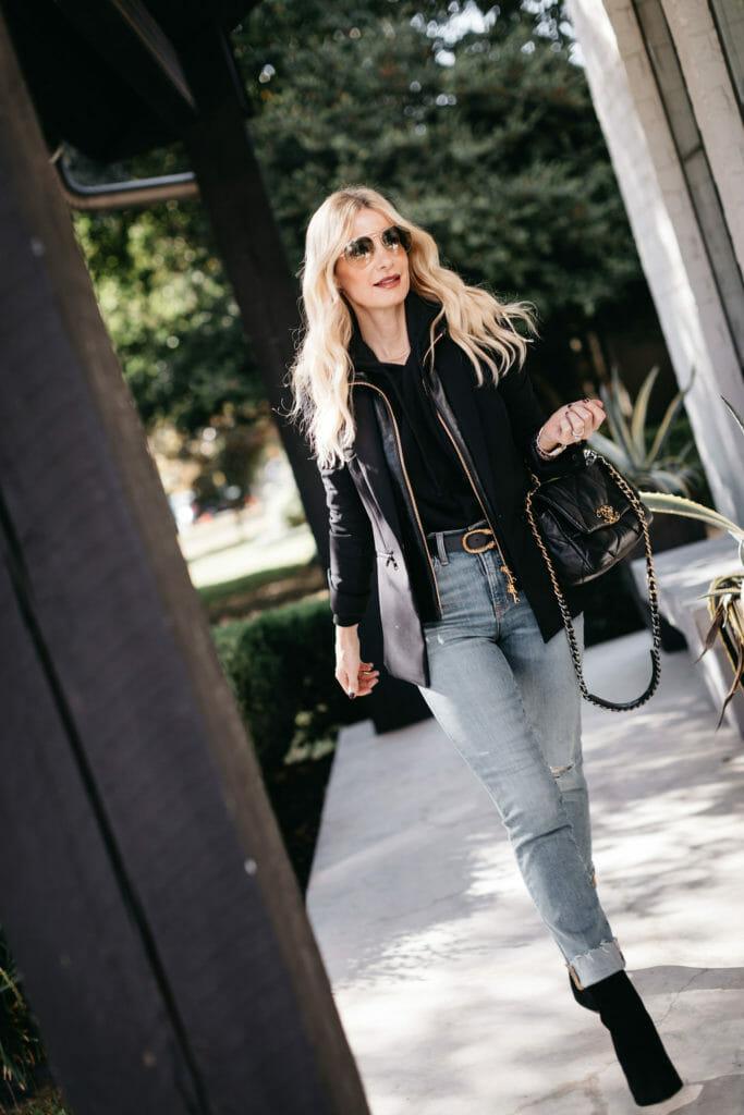 Dallas fashion blogger wearing a black blazer and a Gucci belt with denim