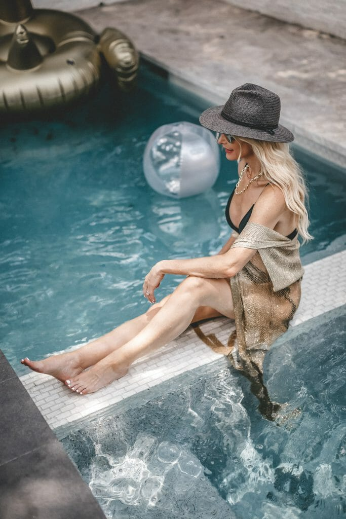 Dallas blogger wearing a black straw hat and a black bikini