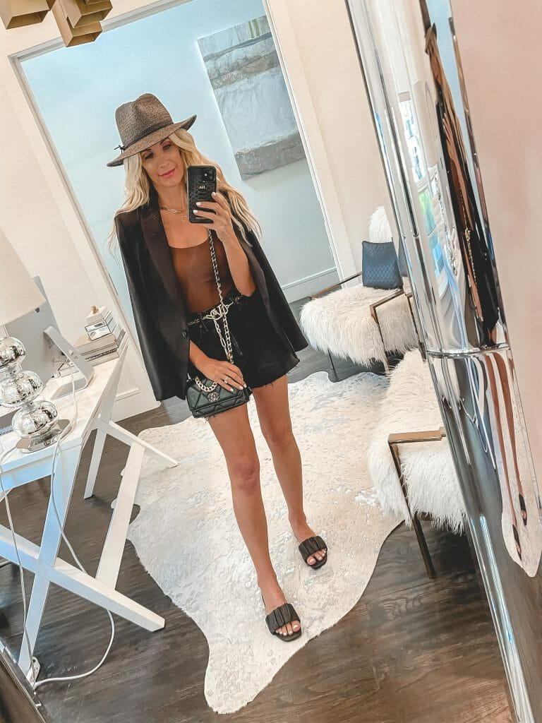Dallas blogger wearing a summer hat and black sandals from express