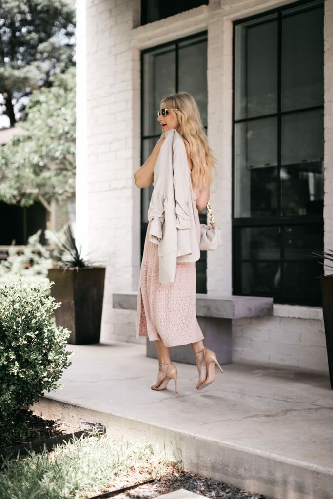 Dallas fashion blogger wearing a pink knit skirt and neutral heels for summer