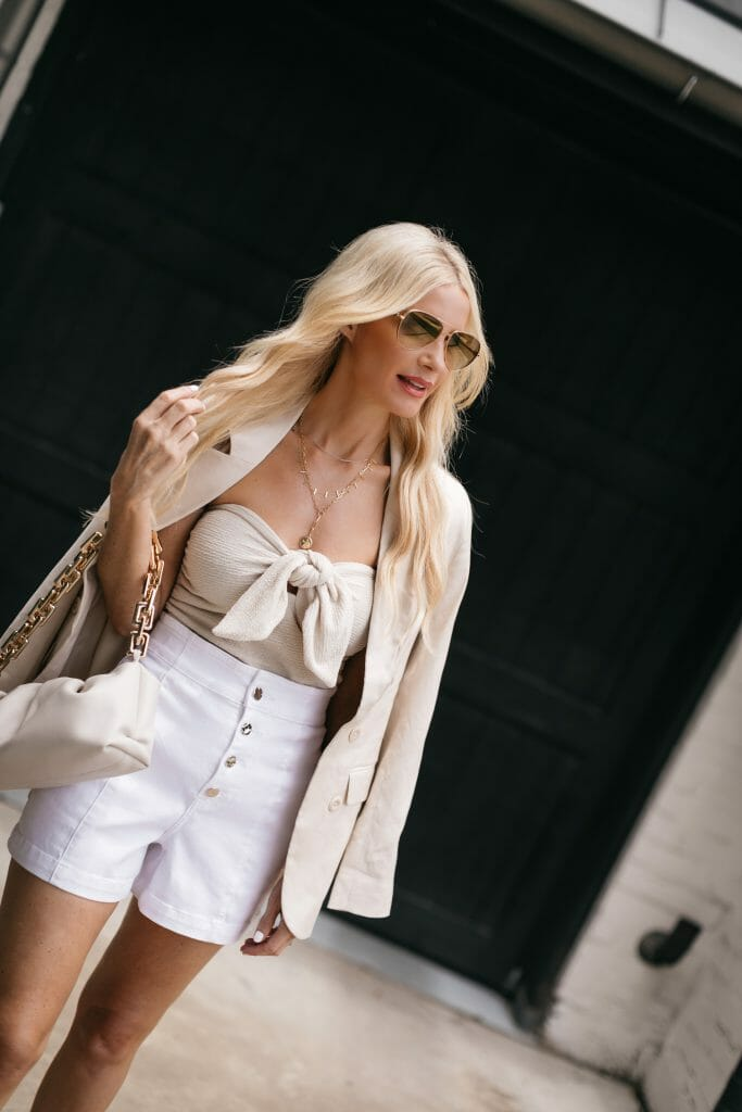 Dallas blogger So Heather wearing all Express pieces that are affordable